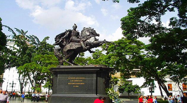 Monumen Simon Bolivar yang terletak di Plaza Bolivar, Caracas, Venezuela