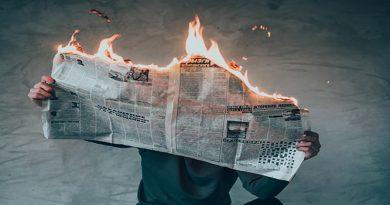 Sejarah Persaingan Surat Kabar